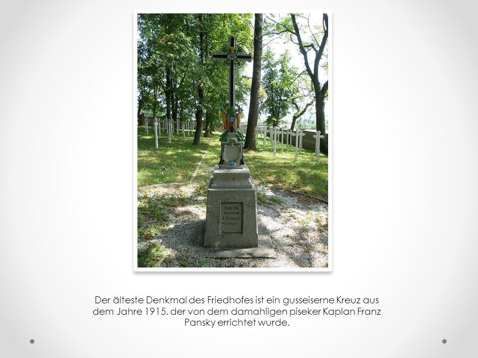 Der älteste Denkmal des Friedhofes ist ein gusseiserne Kreuz aus dem Jahre 1915, der von dem damahligen piseker Kaplan Franz Pansky errichtet wurde.
