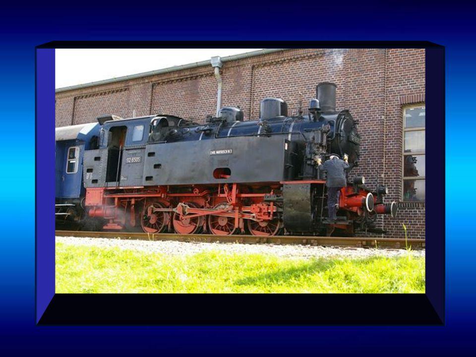 Historische Dampflok Extertal Einsteigen, Türen schließen, und ab geht die Fahrt mit der historischen Dampflok. Sie faucht und zischt - ganz so, als o
