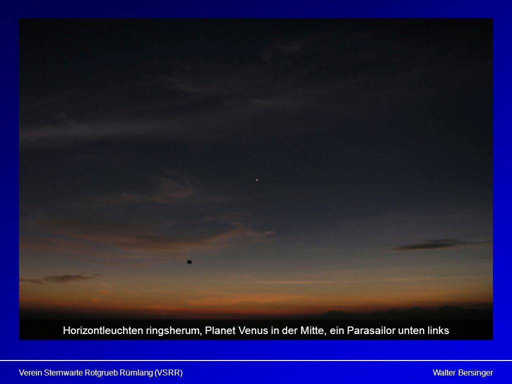 Walter BersingerVerein Sternwarte Rotgrueb Rümlang (VSRR) Horizontleuchten ringsherum, Planet Venus in der Mitte, ein Parasailor unten links