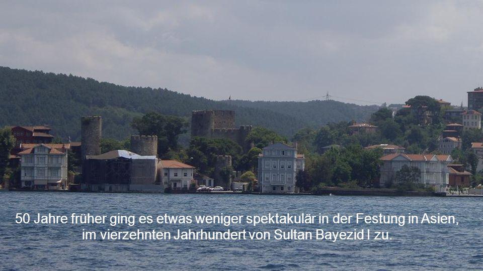 Sultan Mehmet II baute diese Festung Es Rumeli Hisarı, die grösste Europas, bereit für den Angriff auf Istanbul.