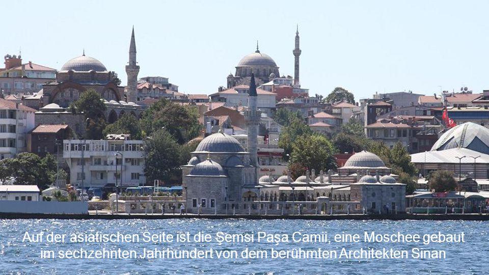 Auf der asiatischen Seite ist die Şemsi Paşa Camii, eine Moschee gebaut im sechzehnten Jahrhundert von dem berühmten Architekten Sinan