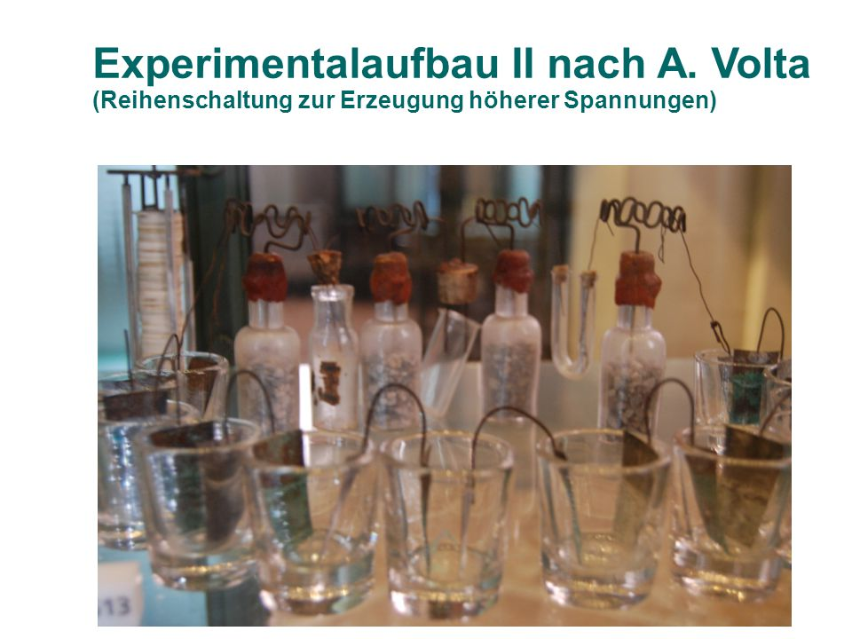 Experimentalaufbau II nach A. Volta (Reihenschaltung zur Erzeugung höherer Spannungen)