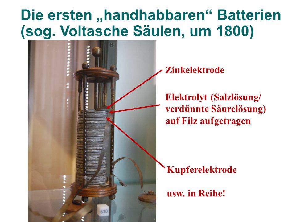 """Die ersten """"handhabbaren"""" Batterien (sog. Voltasche Säulen, um 1800) Zinkelektrode Kupferelektrode usw. in Reihe! Elektrolyt (Salzlösung/ verdünnte Sä"""
