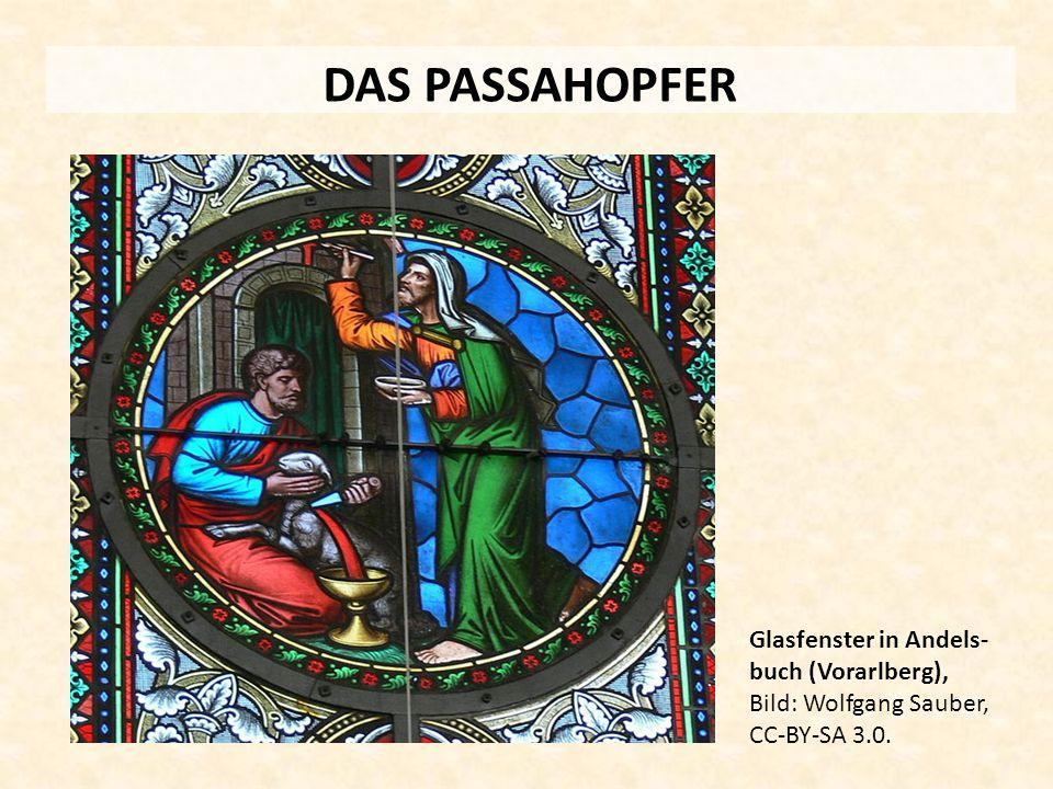 DAS PASSAHOPFER Glasfenster in Andels- buch (Vorarlberg), Bild: Wolfgang Sauber, CC-BY-SA 3.0.