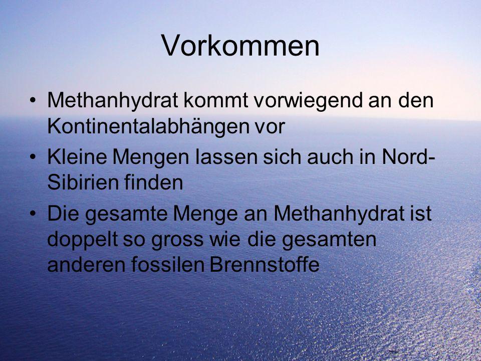 Vorkommen Methanhydrat kommt vorwiegend an den Kontinentalabhängen vor Kleine Mengen lassen sich auch in Nord- Sibirien finden Die gesamte Menge an Methanhydrat ist doppelt so gross wie die gesamten anderen fossilen Brennstoffe