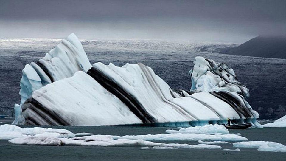 Gestreifte Eisberge, Antarktis