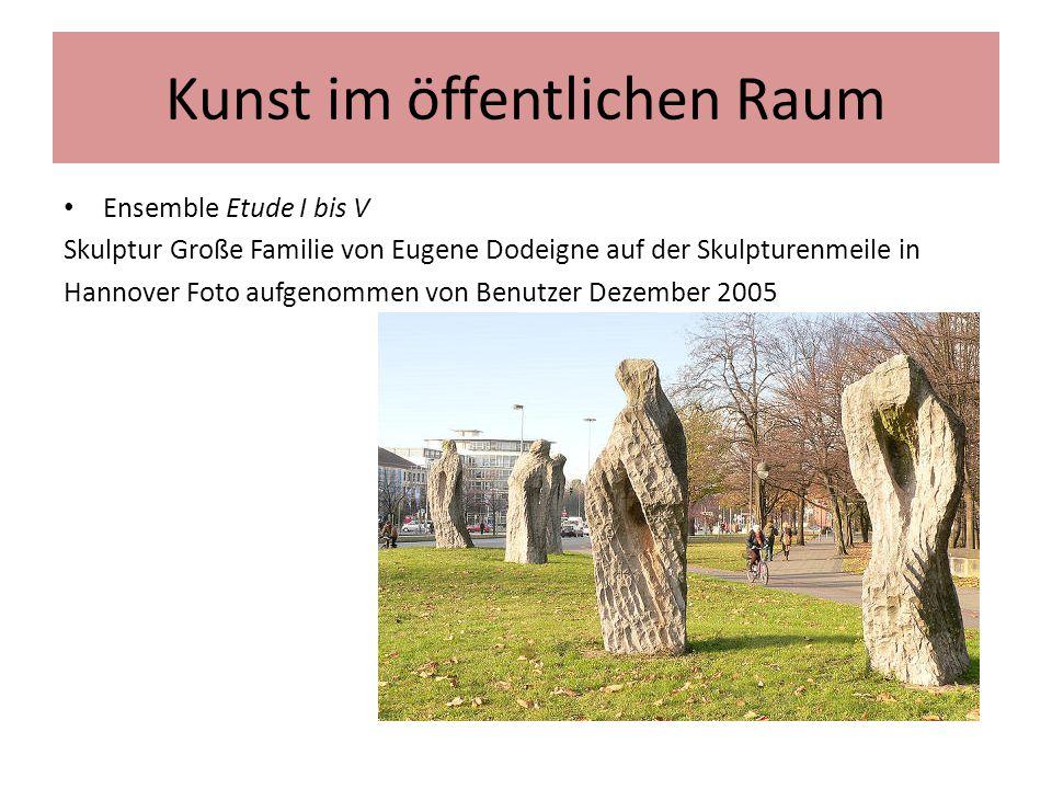 Kunst im öffentlichen Raum Ensemble Etude I bis V Skulptur Große Familie von Eugene Dodeigne auf der Skulpturenmeile in Hannover Foto aufgenommen von
