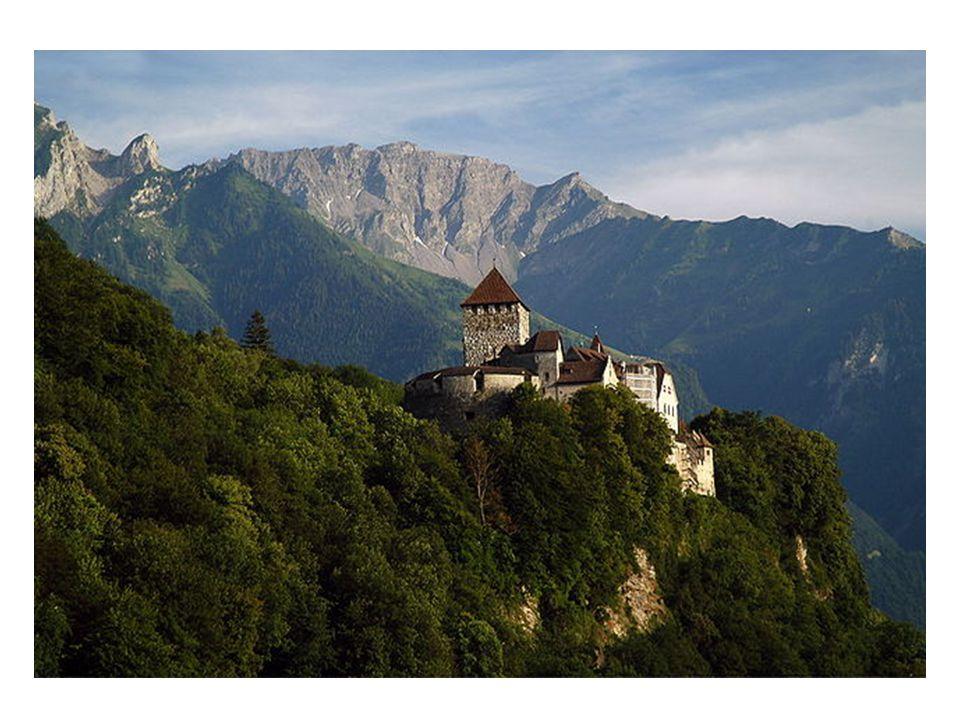 Der Rhein als der Grenzfluss zur SchweizRhein Die Lage im Rheintal beeinflusst das Klima Liechtensteins wesentlich.Rheintal