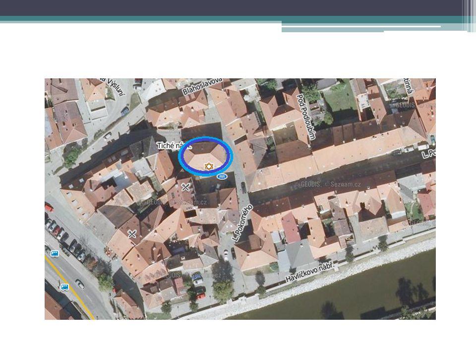 Grundinformationen  Die Vordere Synagoge (auch Alte Schule) ist eine von zwei erhaltenen Synagogen im jüdischen Viertel in Třebíč.