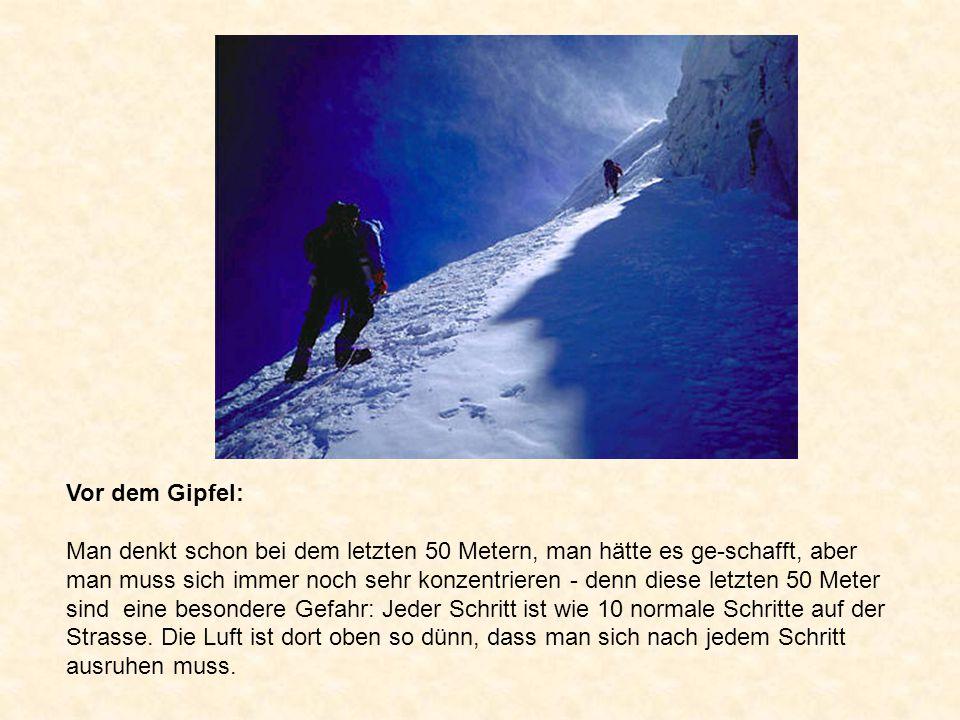Vor dem Gipfel: Man denkt schon bei dem letzten 50 Metern, man hätte es ge-schafft, aber man muss sich immer noch sehr konzentrieren - denn diese letzten 50 Meter sind eine besondere Gefahr: Jeder Schritt ist wie 10 normale Schritte auf der Strasse.