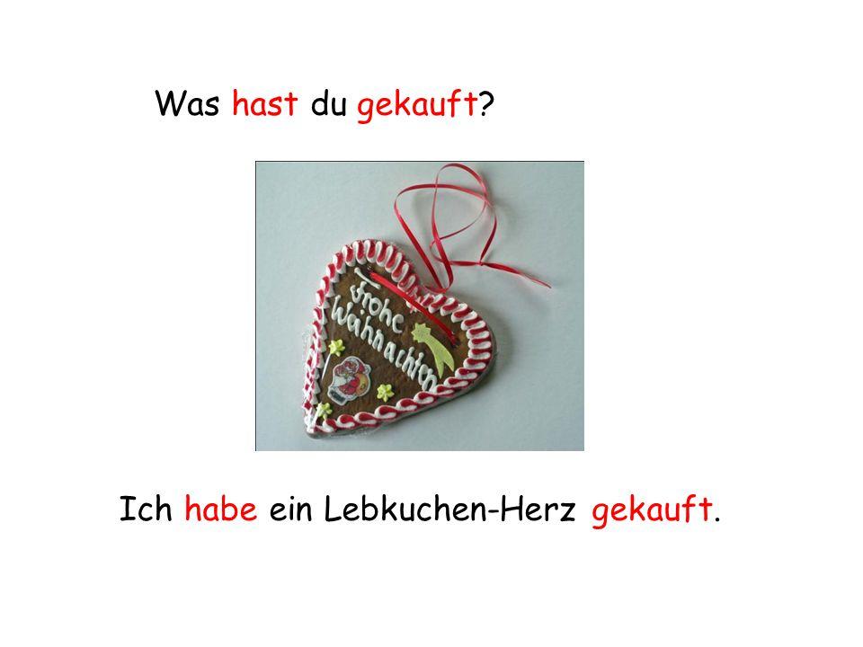 Was hast du gekauft? Ich habe ein Lebkuchen-Herz gekauft.
