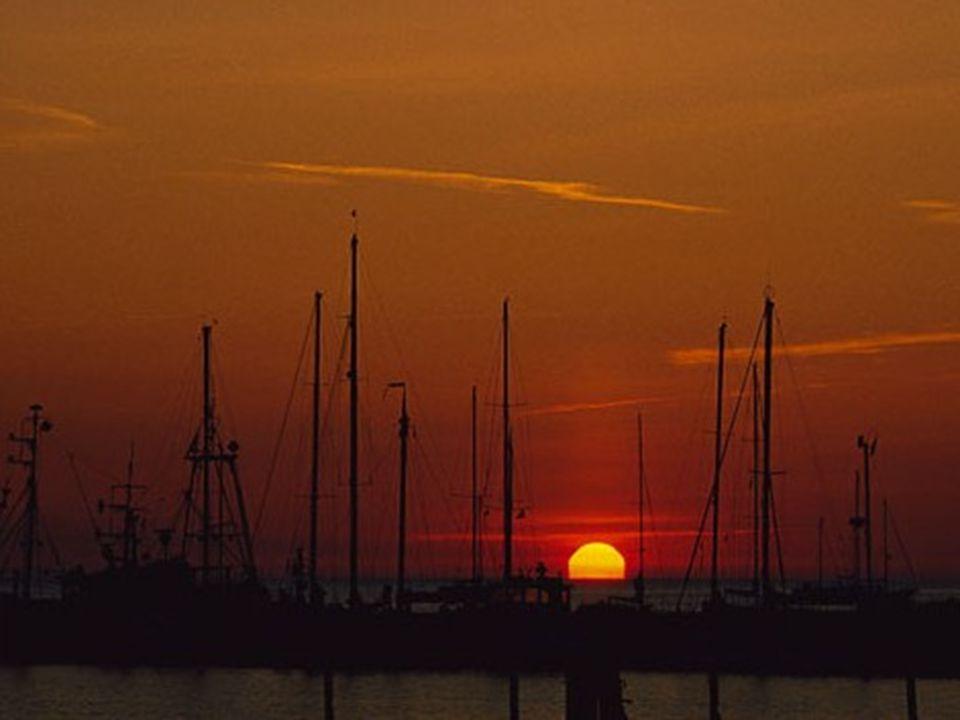 Vorpommersche Boddenlandschaft Abendstimmung im Nothafen am Darßer Ort.