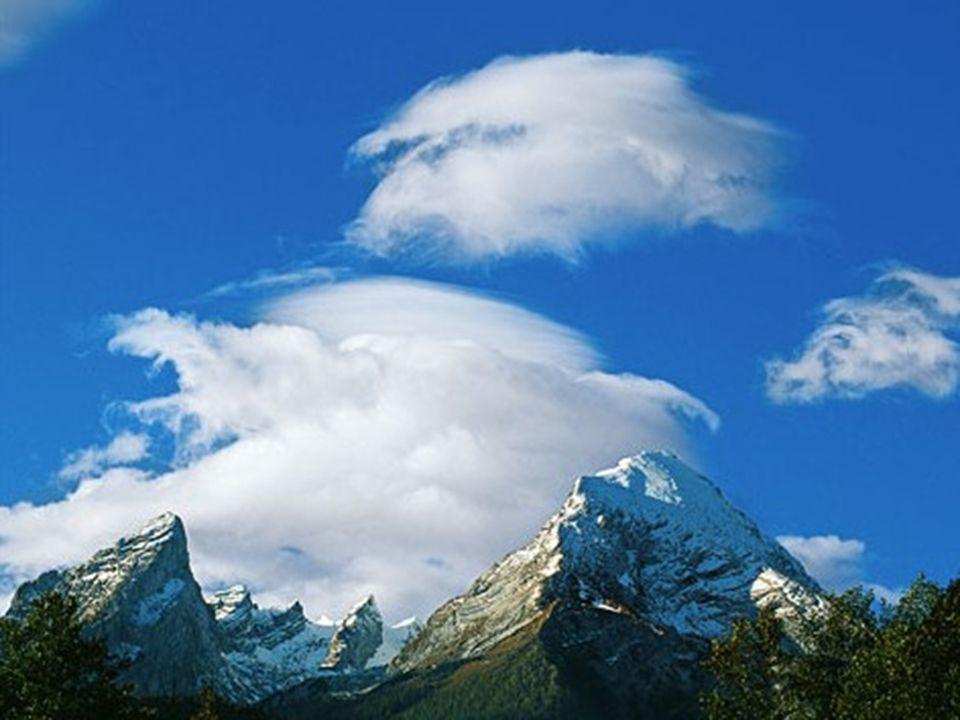 Berchtesgaden Föhnwolken türmen sich über den Gipfeln des Watzmanns, dem zentralen Bergmassiv der Berchtesgadener Alpen, auf.