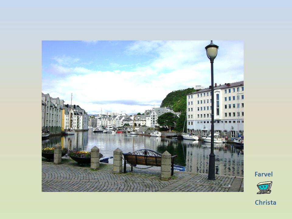 Âlesund Die Stadt wurde auf mehreren Inseln gebaut und liegt direkt am Meer (Atlantischem Ozean).