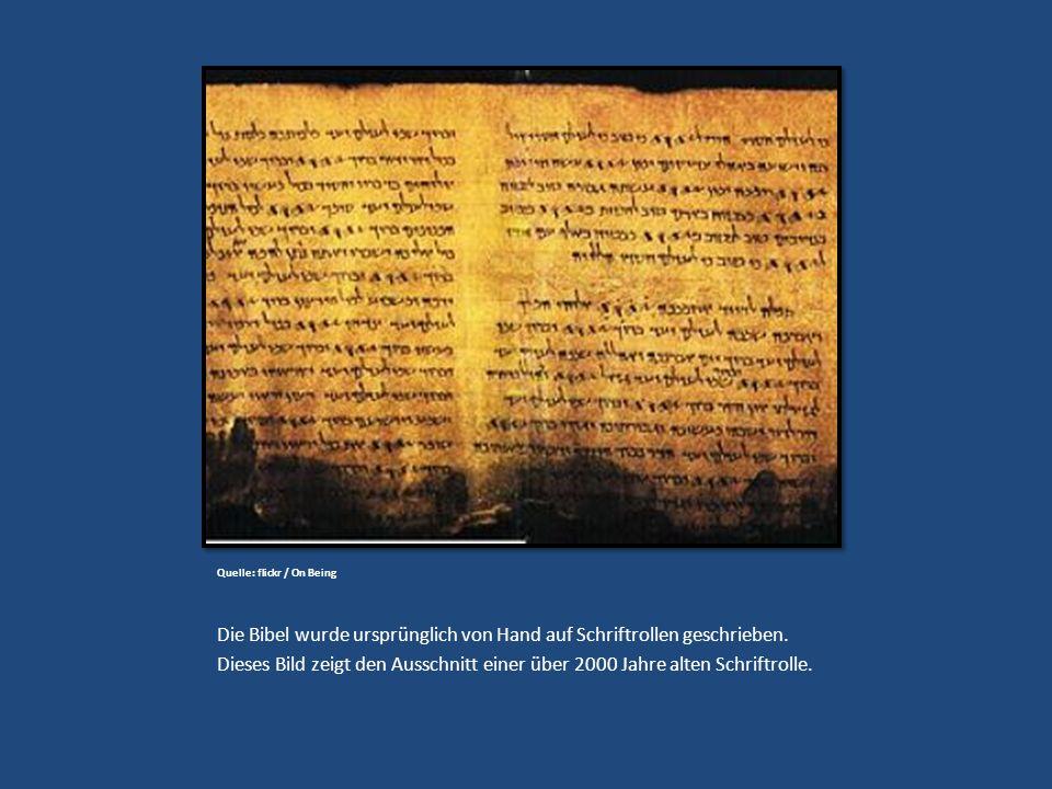 Quelle: flickr / On Being Die Bibel wurde ursprünglich von Hand auf Schriftrollen geschrieben. Dieses Bild zeigt den Ausschnitt einer über 2000 Jahre