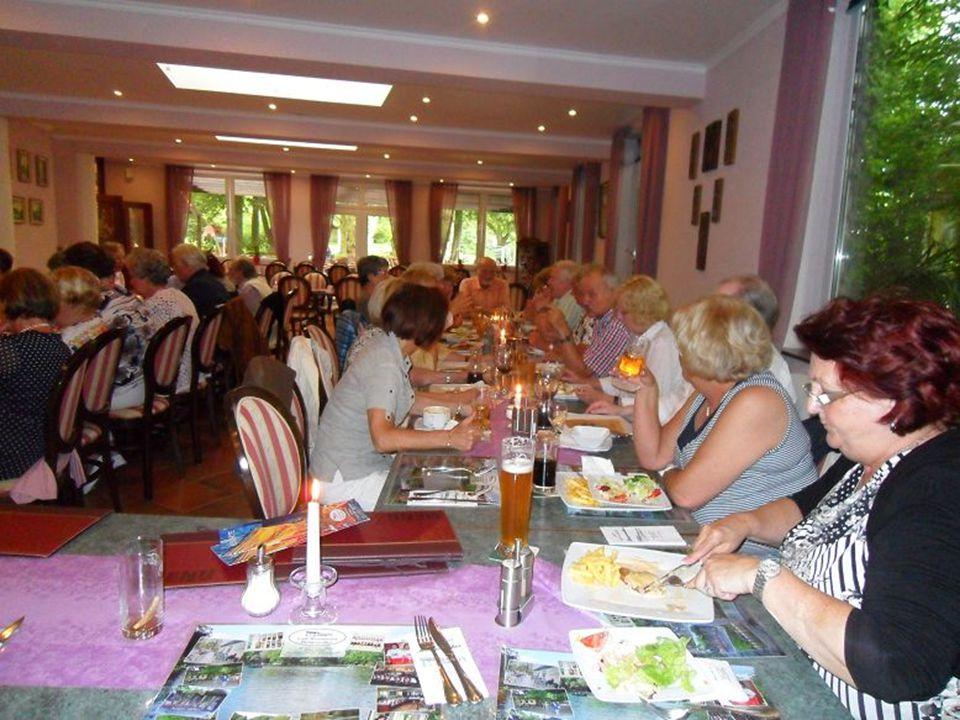 wie man hier sehen kann hatten sich wieder viele Mitglieder im Gartenrestaurant Hangeweiher 50.zur Feier unseres 50.