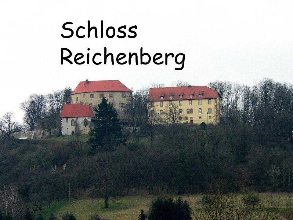 Blick vom Wanderweg Webertanne in Laudenau Blick vom Hasenbuckel auf Beerfurth Blick auf die Windhöfe - rechts im Bild Schloß Reichenberg Wanderwege