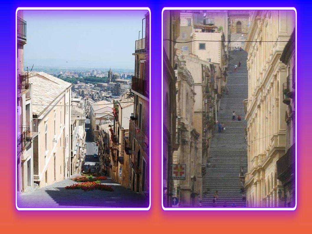 Eine Treppe mit 142 Stufen aus dem Jahr 1608, verbindet die oberen und unteren Caltagirone.
