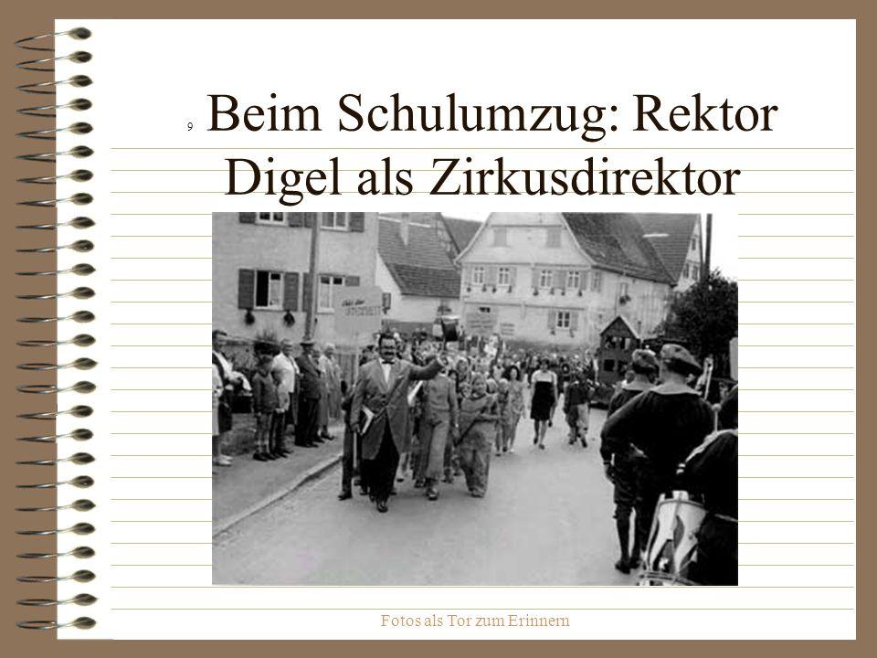 Fotos als Tor zum Erinnern 9 Beim Schulumzug: Rektor Digel als Zirkusdirektor
