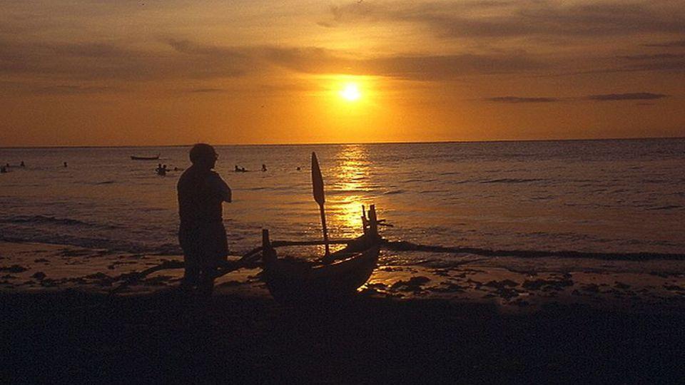Denjenigen, der das begehrt, was ausreicht, bringt auch das schäumende Meer nicht aus der Ruhe. Horaz