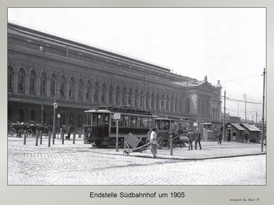 Sonntagsausflug in den Prater, im Hintergrund die Rotunde um 1905