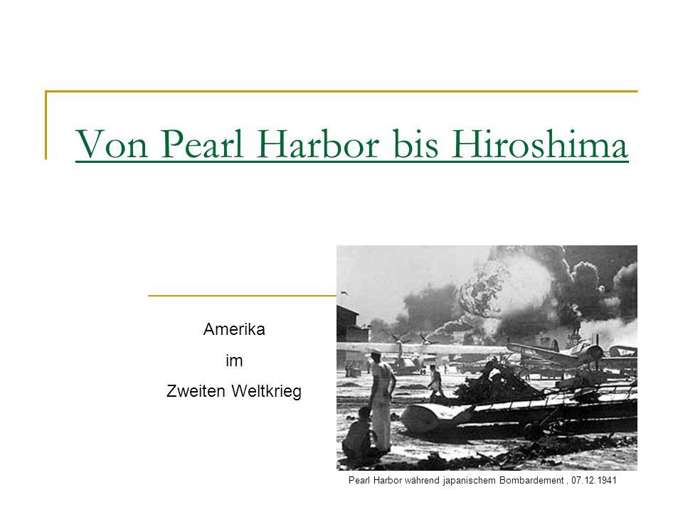 Von Pearl Harbor bis Hiroshima Amerika im Zweiten Weltkrieg Pearl Harbor während japanischem Bombardement, 07.12.1941