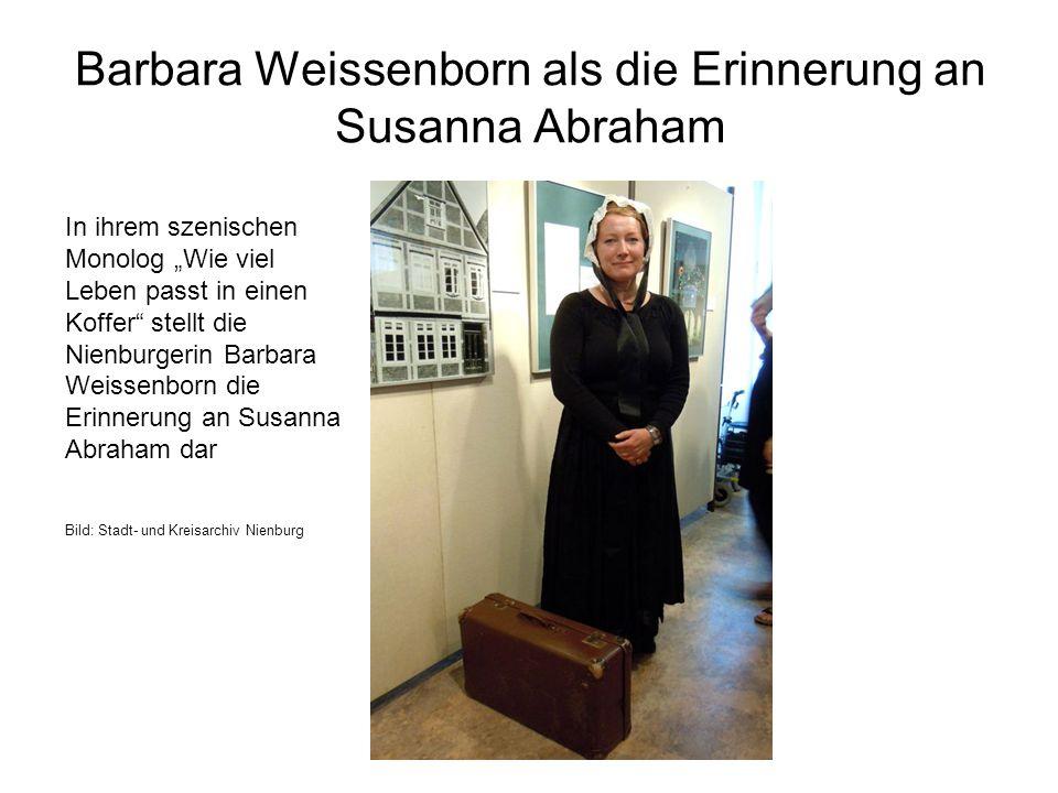 """Barbara Weissenborn als die Erinnerung an Susanna Abraham In ihrem szenischen Monolog """"Wie viel Leben passt in einen Koffer"""" stellt die Nienburgerin B"""