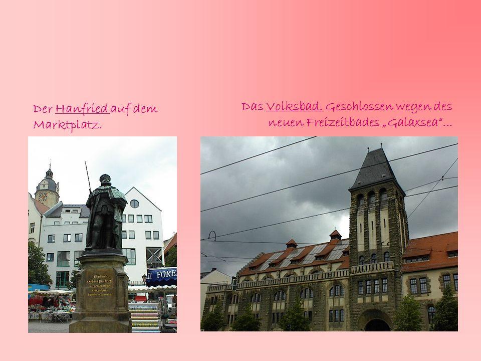 """Der Hanfried auf dem Marktplatz. Das Volksbad. Geschlossen wegen des neuen Freizeitbades """"Galaxsea""""..."""