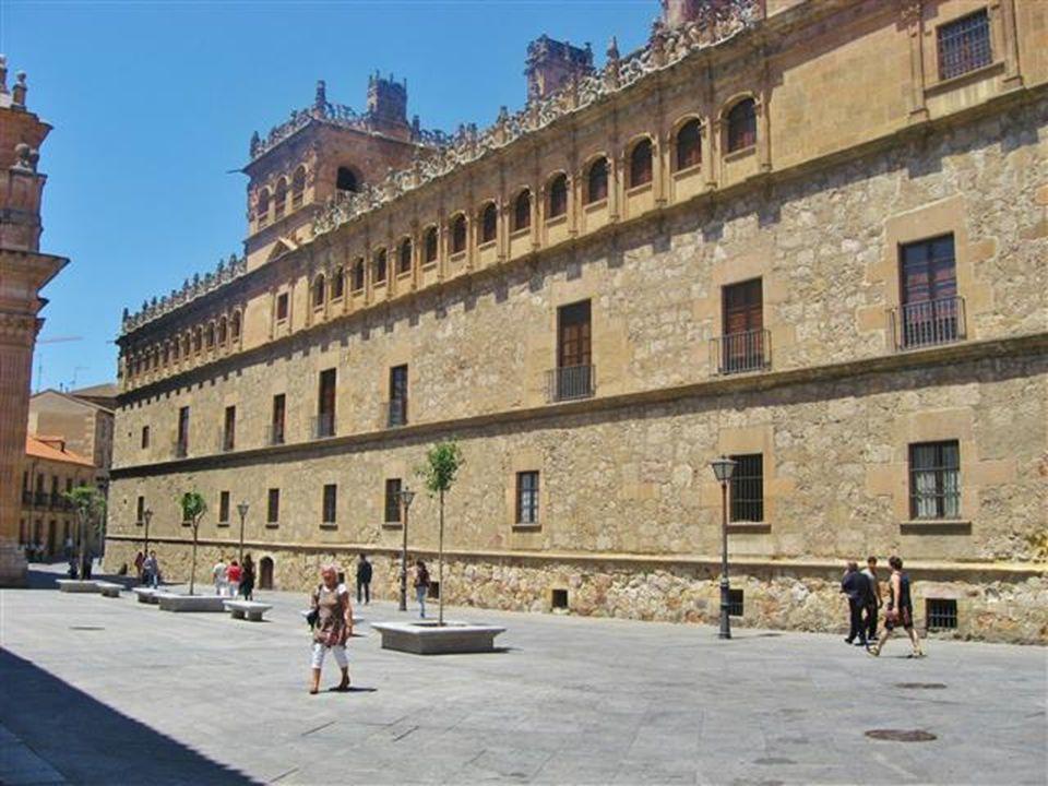 Zierzinnen am Palacio de Monterrey