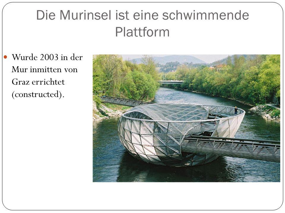 Die Murinsel ist eine schwimmende Plattform Wurde 2003 in der Mur inmitten von Graz errichtet (constructed).