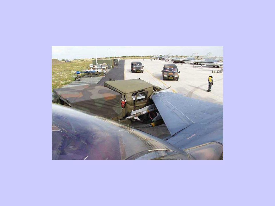 Gewissenhafte Techniker halten unsere Flieger in Schuß...