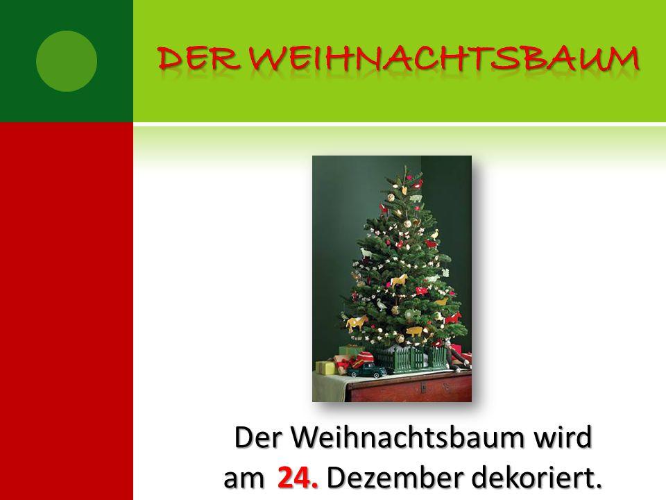 Der Weihnachtsbaum wird am Dezember dekoriert. 24.
