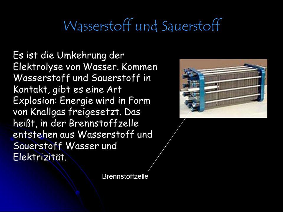 Wasserstoff und Sauerstoff Es ist die Umkehrung der Elektrolyse von Wasser. Kommen Wasserstoff und Sauerstoff in Kontakt, gibt es eine Art Explosion: