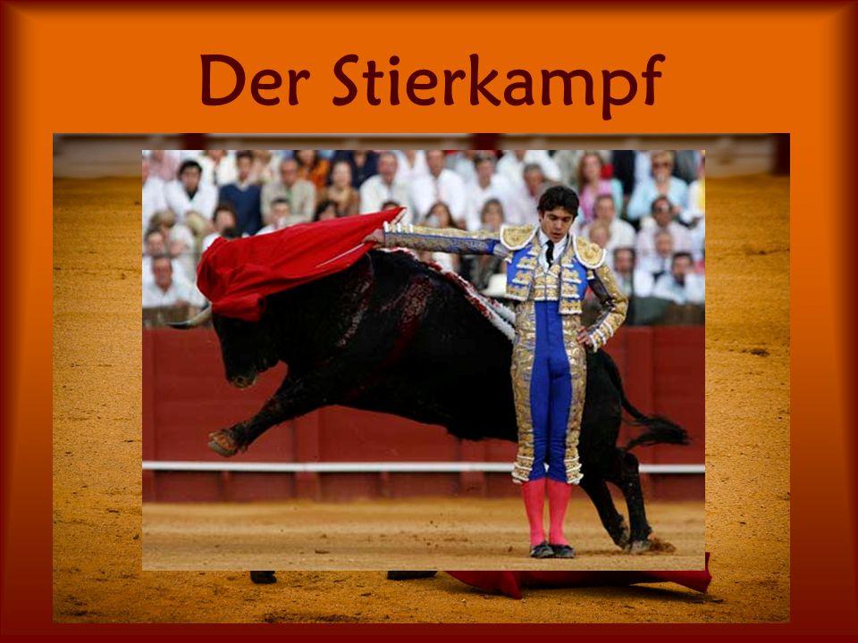 Der Stierkampf Hier tritt ein Mensch, der Torero, gegen einen Stier an In einer großen Arena versucht der Torero, den Stier zu erschöpfen und dann zu stechen