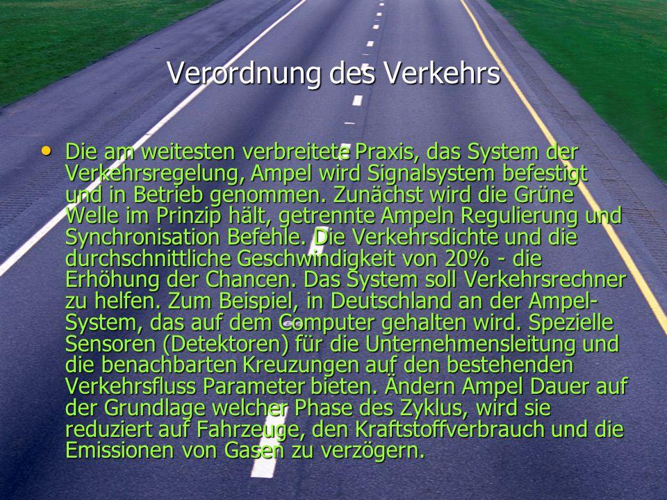 Verordnung des Verkehrs Die am weitesten verbreitete Praxis, das System der Verkehrsregelung, Ampel wird Signalsystem befestigt und in Betrieb genommen.
