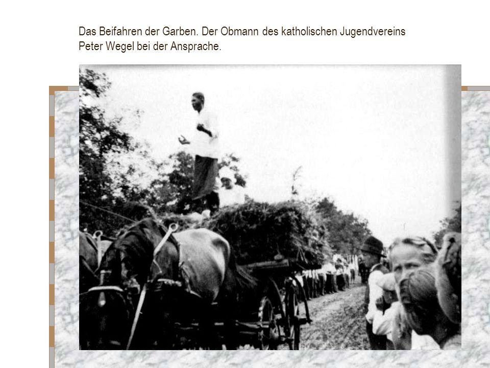 Das Beifahren der Garben. Der Obmann des katholischen Jugendvereins Peter Wegel bei der Ansprache.