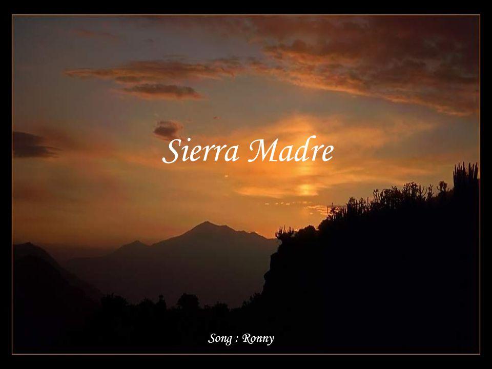 Schau n die Menschen hinauf, wo die Sierra im Abendrot brennt