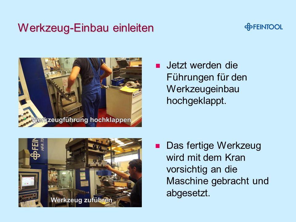 Werkzeug «anmelden» und einschieben Die Werkzeugnummer wird ab der Einstellkarte abgelesen Am Bildschirm des Leitstands eingeben.