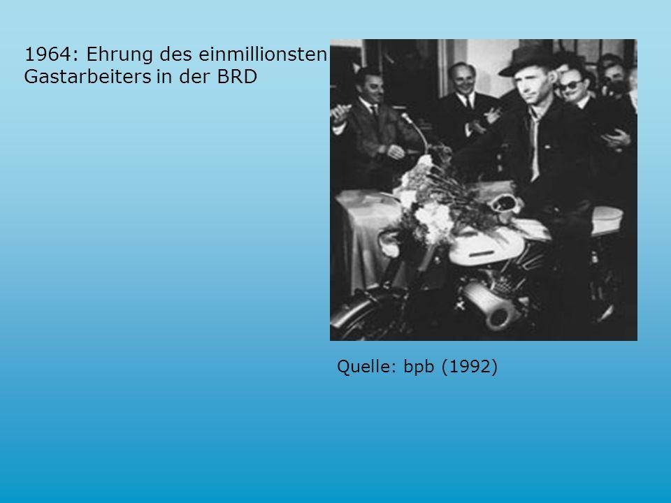 1964: Ehrung des einmillionsten Gastarbeiters in der BRD Quelle: bpb (1992)