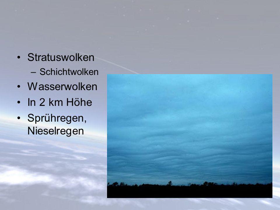 Stratuswolken –Schichtwolken Wasserwolken In 2 km Höhe Sprühregen, Nieselregen