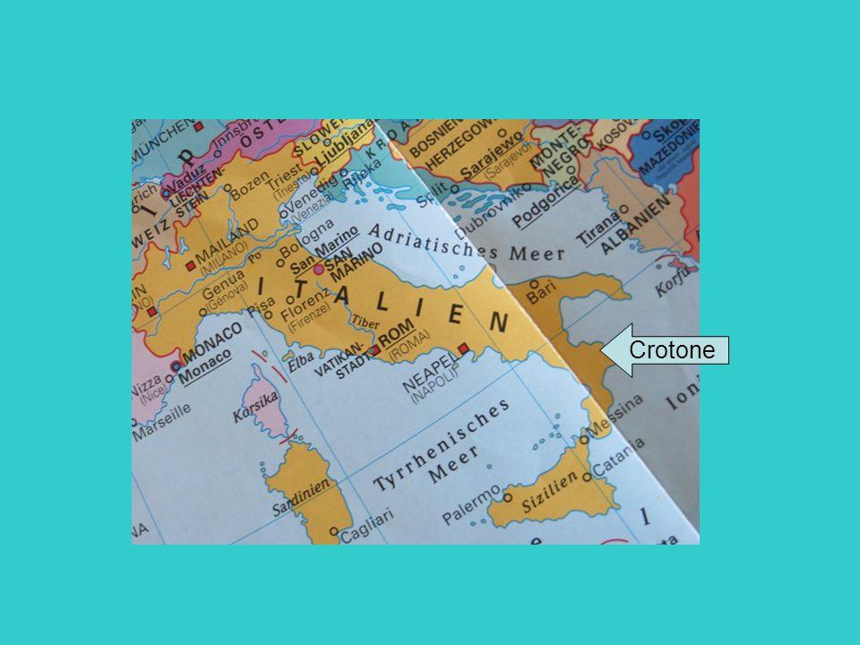 Allgemeine Informationen zu Crotone italienische Provinzhauptstadt 59.342 Einwohner (Essen 566.862 Einwohner) 179.8 km² (Essen 210.3 km²) Region Kalabrien in der Nähe vom Ionischen Meer Besichtigung des Kastells in Crotone
