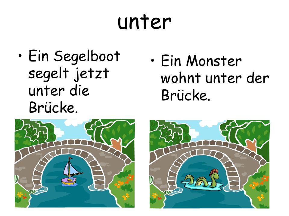 unter Ein Segelboot segelt jetzt unter die Brücke. Ein Monster wohnt unter der Brücke.
