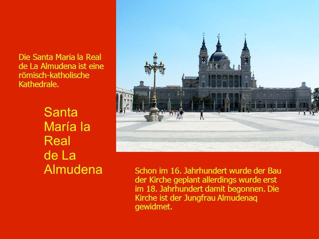 Santa María la Real de La Almudena Schon im 16. Jahrhundert wurde der Bau der Kirche geplant allerdings wurde erst im 18. Jahrhundert damit begonnen.
