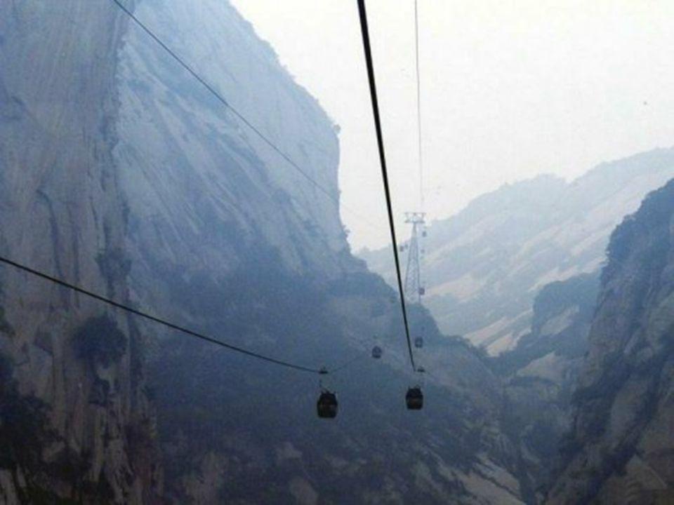 Der Berg ist wegen seiner steilen und malerischen Felswände, sowie wegen seiner gefährlichen Aufstiege, berühmt. Mit mehreren Spitzen bis 2100 m, durc