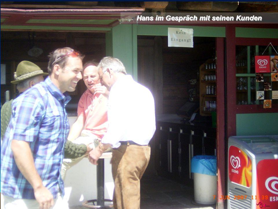 Hans im Gespräch mit seinen Kunden 