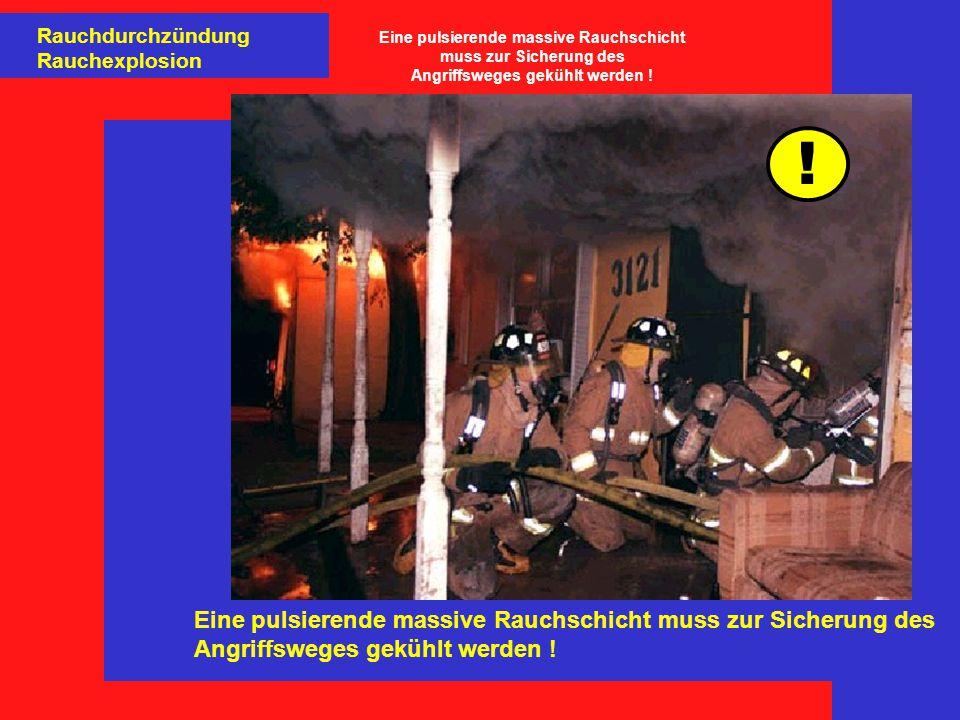 Eine pulsierende massive Rauchschicht muss zur Sicherung des Angriffsweges gekühlt werden .