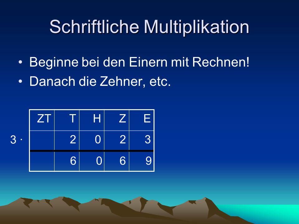 Schreib- und Sprechweise Beginne bei den Einern ZTTHZE 2132 4 ∙ 82 58 4 ∙ 2 = 8schreibe 8 4 ∙ 3 = 12schreibe 2, behalte 1 1 4 ∙ 1 = 4 4 +1 = 5schreibe 5 4 ∙ 2 = 8schreibe 8