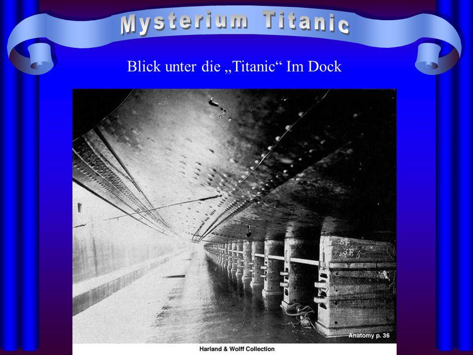 """Blick unter die """"Titanic"""" Im Dock"""