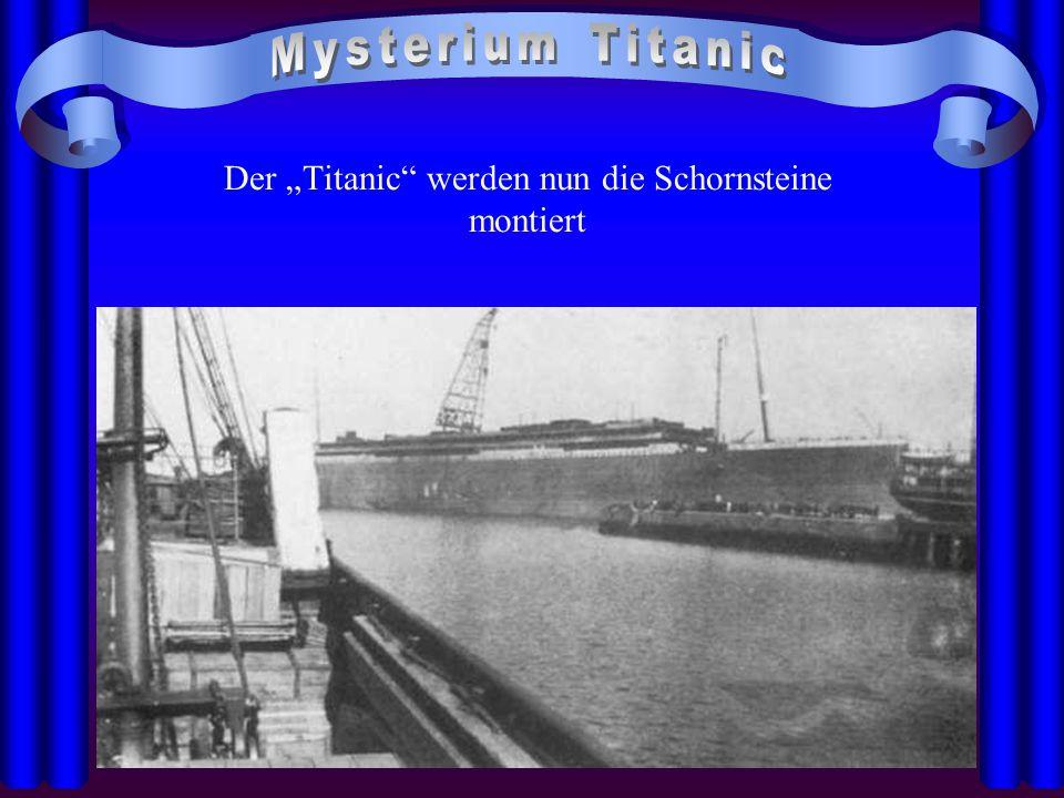 """Der """"Titanic"""" werden nun die Schornsteine montiert"""