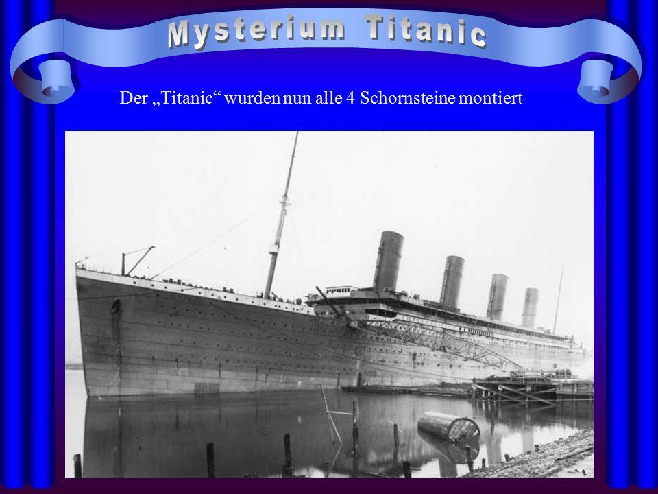 """Der """"Titanic"""" wurden nun alle 4 Schornsteine montiert"""